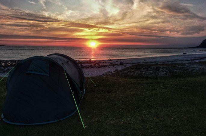 Zonsondergang Utakleiv Noorwegen tent